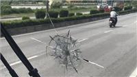 Bắt giữ 3 đối tượng bắn vỡ kính hàng loạt xe khách lưu thông trên quốc lộ