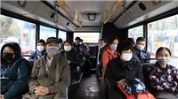 Dịch COVID-19: Hành khách đi phương tiện giao thông công cộng phòng dịch như thế nào?