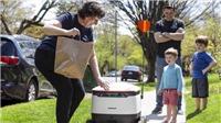 Robot giao hàng - 'trợ thủ' mùa dịch COVID-19
