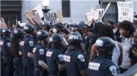 Mỹ giới nghiêm New York, chuyên gia kêu gọi người biểu tình đeo khẩu trang, dùng nước sát khuẩn