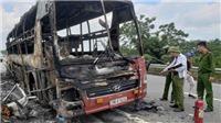 Ô tô khách cháy rụi trên cao tốc Nội Bài - Lào Cai