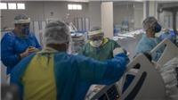 Số ca mắc COVID-19 tại Brazil gần chạm ngưỡng 1 triệu người