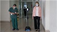 Trao tặng robot giúp bảo vệ bác sĩ Việt Nam ở tuyến đầu chống dịch COVID-19