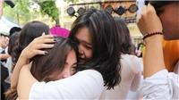 Chùm ảnh: Lưu luyến khoảnh khắc chia tay của học sinh lớp 12 THPT Hà Nội
