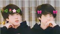 'Tai nạn' này của Jin (BTS) đã chứng tỏ độ quan trọng của vị trí ngồi trong khi livestream