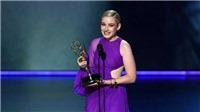 VIDEO: Diện đầm của NTK Công Trí, diễn viên Julia Garner ẵm giải Emmy đầu tiên trong sự nghiệp