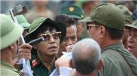 VIDEO: Nhiều người xưng thương binh tụ tập trước cổng VFF, đòi mua vé trận Việt Nam vs Malaysia