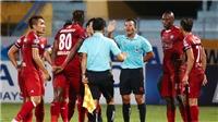 VIDEO bóng đá: Trọng tài Đình Thái đã tặng Hà Nội một bàn thắng tranh cãi như thế nào?