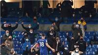 Những khán đài Premier League đã có tiếng người