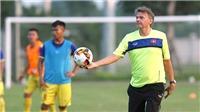 HLV Philippe Troussier: 'Cầu thủ trẻ phải có khát khao cống hiến'
