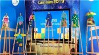 Ngắm những bức tranh áo dài ấn tượng của các em học sinh khuyết tật tại Đà Nẵng