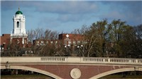 Hai trường đại học lớn ở Mỹ kiện chính quyền của Tổng thống Donald Trump