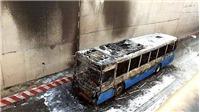 Xe buýt cháy khi đang lưu thông trong hầm chui An Sương