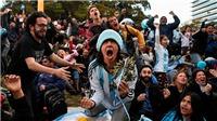 Bên lề World Cup: Cổ động viên ăn mừng chiến thắng của Argentina tại Buenos Aires