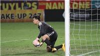 Hà Nội 2-0 Sài Gòn: Thủ môn Văn Công cứu thua xuất thần khiến khán giả Hà Nội trầm trồ