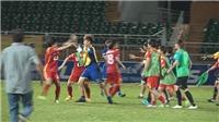 Cựu cầu thủ U23 Việt Nam lao vào sân 'cứu bồ' trong màn loạn đả trên sân Thống Nhất