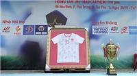 Tăng Thanh Hà dùng 1 tỷ mua lại vật phẩm của thầy trò HLV Park Hang Seo