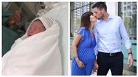 Siêu mẫu Hà Anh vừa sinh con gái đầu lòng, khoe ảnh thiên thần nhỏ trên facebook