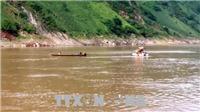 Tìm được thi thể nạn nhân đầu tiên trong vụ lật thuyền trên sông Đà
