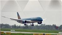VIDEO Máy bay nổ lốp khi hạ cánh tại Cảng Hàng không Vinh