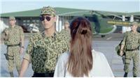 'Hậu duệ mặt trời' tập 5,6: Cảnh đại uý Duy Kiên bước xuống từ trực thăng được fan khen 'quá đẹp'