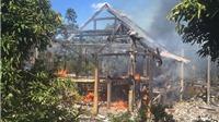 Gia Lai: Cháy nhà sàn, 1 cháu bé tử vong