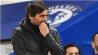 Gary Neville: 'Chelsea không thể cạnh tranh với Manchester, phải đập đi xây lại'