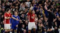 Fan lo lắng vì 'hung thần' của M.U cầm còi ở Chung kết FA Cup
