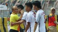 Báo Hàn phát sốt vì hành động chăm sóc học trò của HLV Park Hang Seo