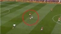CĐV M.U sốc khi Bailly 'xoay compa' vượt qua Salah dễ như... ăn kẹo