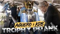 Aguero và De Bruyne khiến CĐV Man City sợ xanh mặt bằng màn thả vỡ cúp vô địch... giả