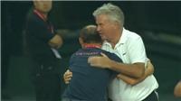 Cảm động khi HLV Park ôm thầy cũ Hiddink sau khi U22 Việt Nam thắng U22 Trung Quốc