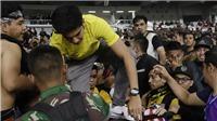 Vụ bạo loạn ở trận Indonesia vs Malaysia: Bộ trưởng Malaysia mắc kẹt ở sân, Indonesia chấp nhận án phạt