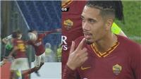 Đen như Smalling: Bóng nảy vào mặt vẫn bị trọng tài thổi 11m, Roma mất chiến thắng