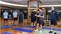 Hủy tập ngoài  trời, HLV Nishino cho cầu thủ Thái Lan tập trong phòng GYM