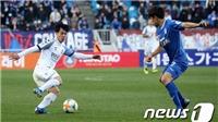 CĐV Hàn Quốc hét vang tên Công Phượng như sấm dậy khi anh vào sân