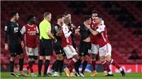 Dính thẻ đỏ không cần thiết, Xhaka bị CĐV Arsenal gọi là 'thằng đần'
