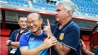 VIDEO: 50 sắc thái biểu cảm Park Hang Seo và Guus Hiddink trên ghế chỉ đạo