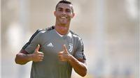 VIDEO: Những hình ảnh đầu tiên của Ronaldo trên sân tập sau 72 ngày cách ly