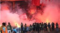 VIDEO: Án phạt rẻ, pháo sáng đắt sân Hàng Đẫy náo loạn
