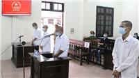 4 đối tượng lĩnh án tù giam vì hành hung cán bộ tổ công tác phòng chống dịch COVID-19