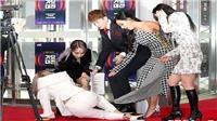 VIDEO: BTS, Red Velvet, Mamamo... 'khổ sở' tại SBS Gayo Daejun, fan kêu gào thương xót