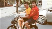 Tiến Dũng ôm eo Hoàng Thịnh cùng 'đua xe'