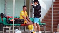 Bóng đá Việt Nam hôm nay: Tuyển Việt Nam chia tay Hai Long. Cầu thủ TPHCM gãy xương khi đá phủi