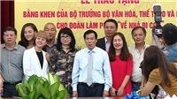 VIDEO: Vì sao đoàn phim 'Về nhà đi con' được Bộ trưởng Bộ VH,TT&DL trao Bằng khen?