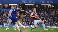 Chelsea: Gonzalo Higuain hậm hực ném áo, chai nước khi bị thay ra