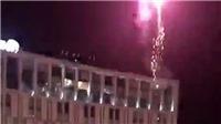 Fan Liverpool đốt pháo sáng ở khách sạn Barca lúc 4h sáng nhằm khiến Messi mất ngủ