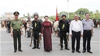Thủ tướng Nguyễn Xuân Phúc và Chủ tịch Quốc hội Nguyễn Thị Kim Ngân dự buổi ra mắt lực lượng Cảnh sát cơ động kỵ binh