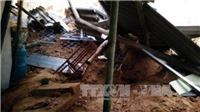 Sạt lở đất, căn nhà 180m2 bị sập, đất đá vùi lấp