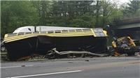 Xe buýt chở học sinh đâm vào xe chở rác khiến 45 người thương vong